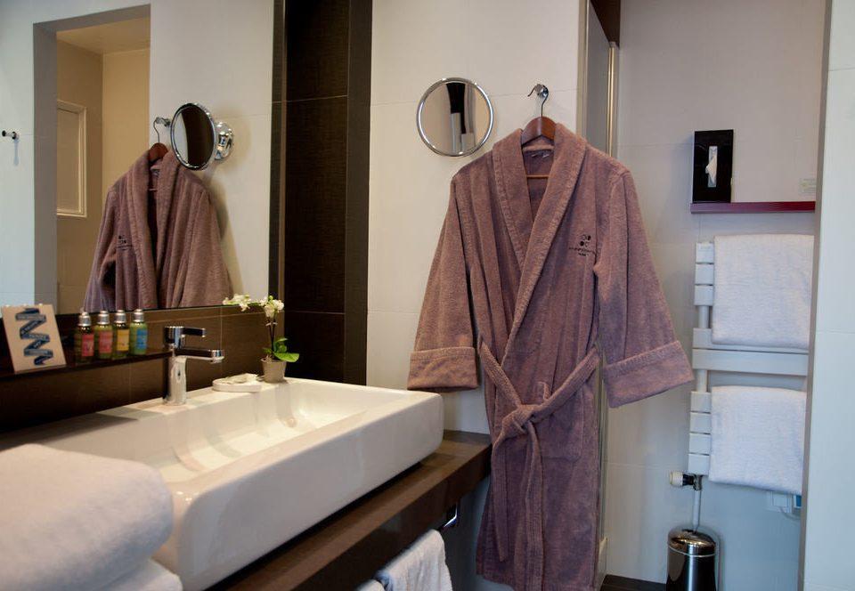 bathroom mirror sink towel Bath bathtub