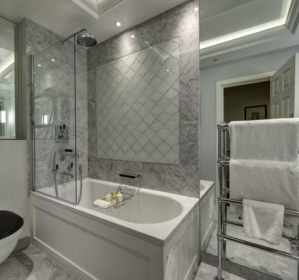 bathroom sink mirror property white tub shower plumbing fixture bathtub Bath tile
