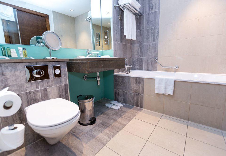 bathroom property toilet home tile flooring plumbing fixture swimming pool cottage bidet public toilet tiled Bath