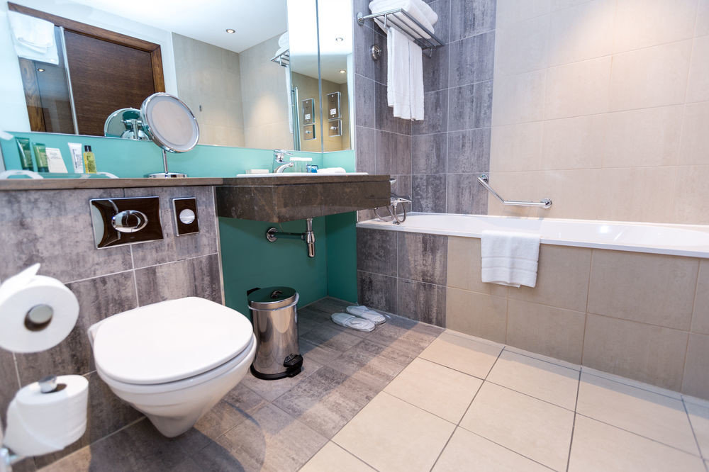 bathroom property toilet home tile flooring plumbing fixture swimming pool cottage bidet public toilet tiled Bath