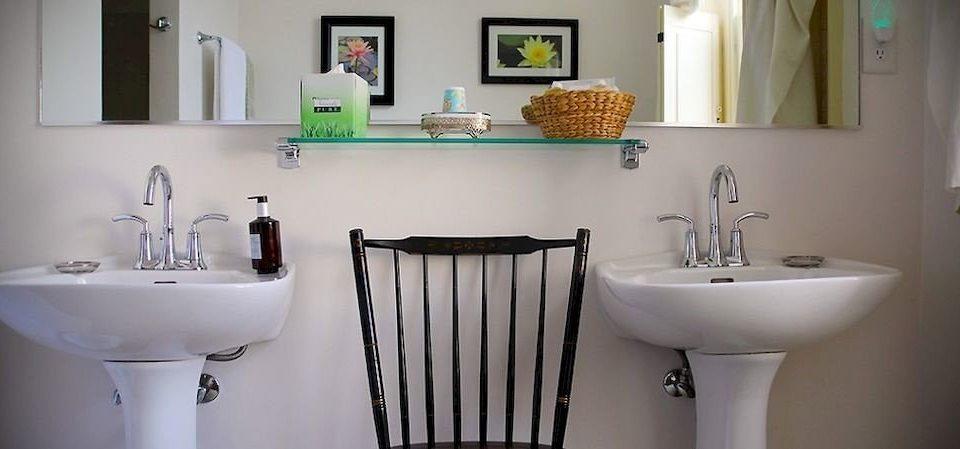 bathroom sink property home plumbing fixture bidet cottage toilet water basin Bath