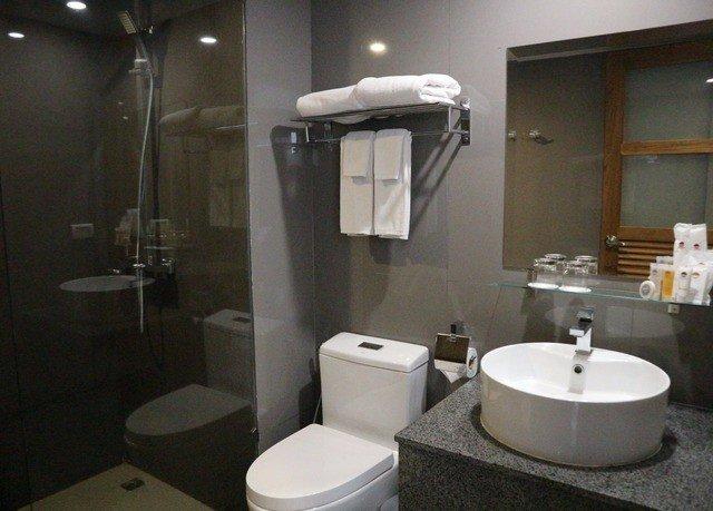 bathroom toilet mirror property sink plumbing fixture bidet public toilet shower rack Bath