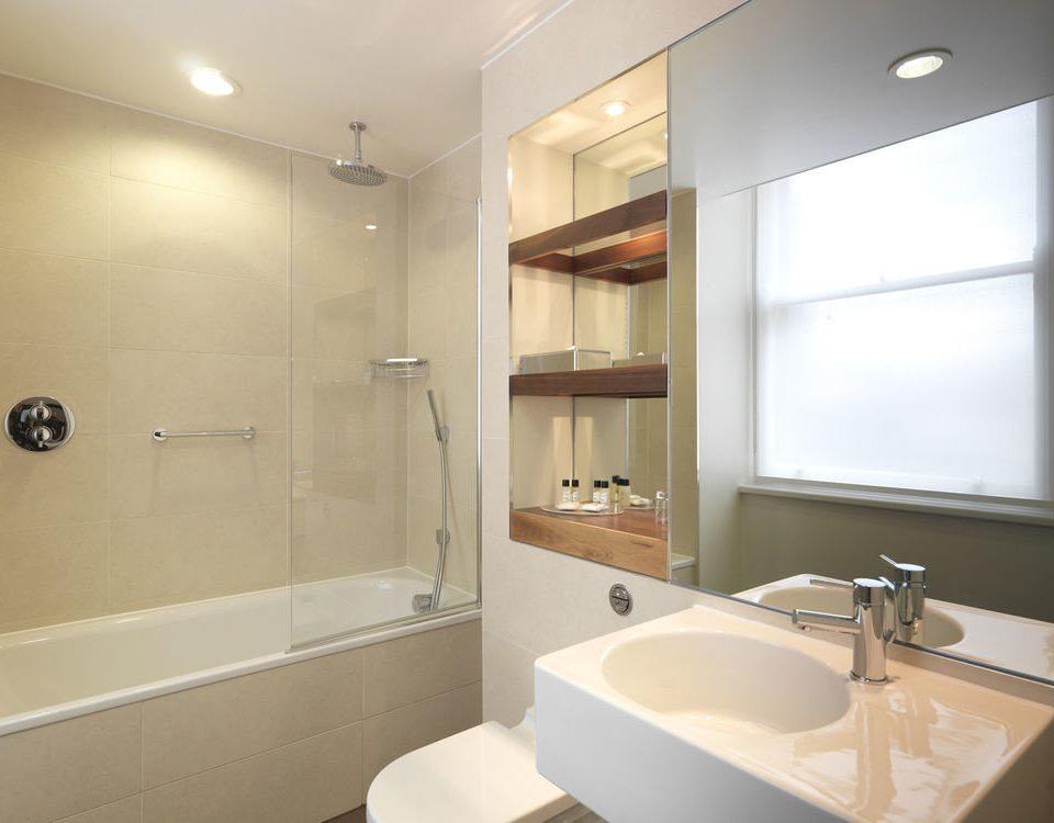 bathroom mirror sink property home toilet clean tub Bath tan