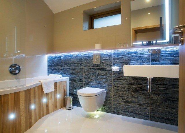 bathroom property countertop swimming pool flooring condominium tub Bath