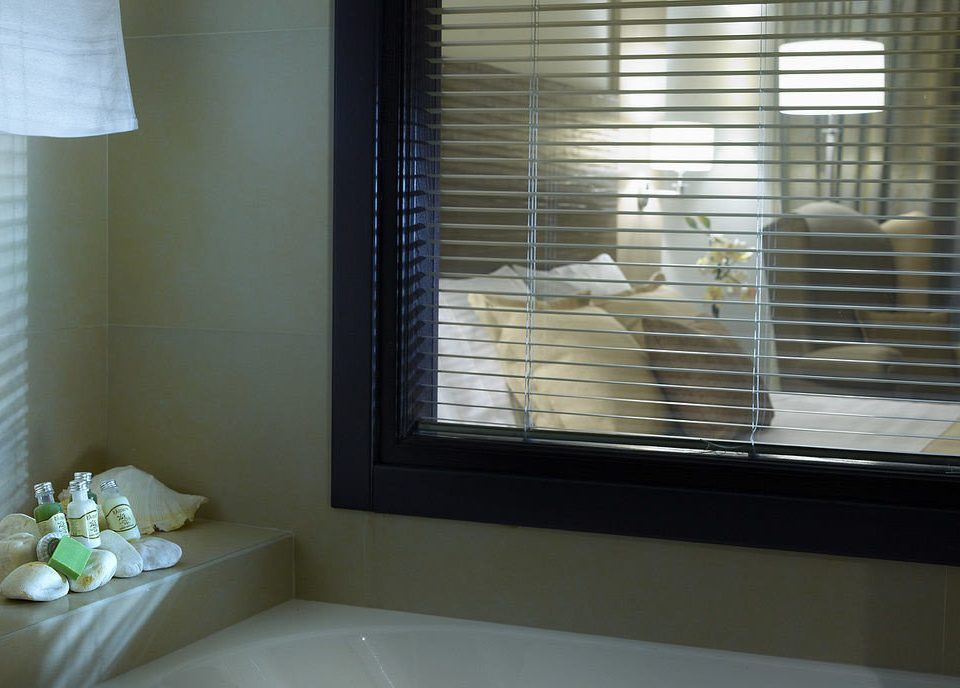 bathroom property house sink home window blind daylighting window treatment condominium Bath