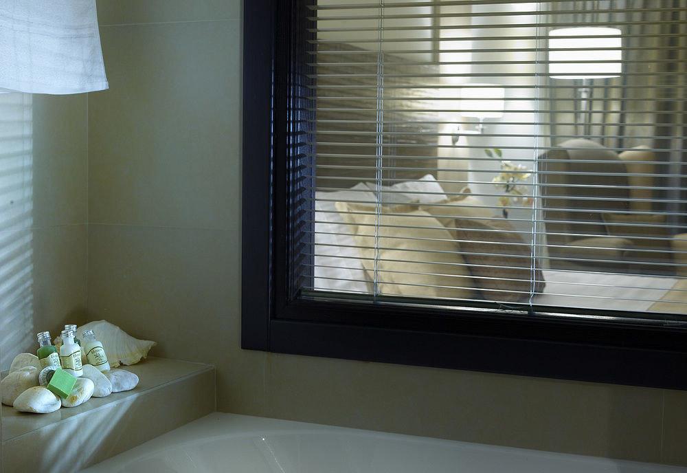 bathroom property house sink home window blind daylighting window treatment condominium Bath