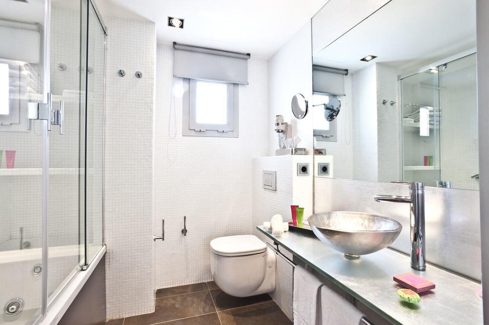 bathroom sink mirror property toilet home condominium flooring rack Bath