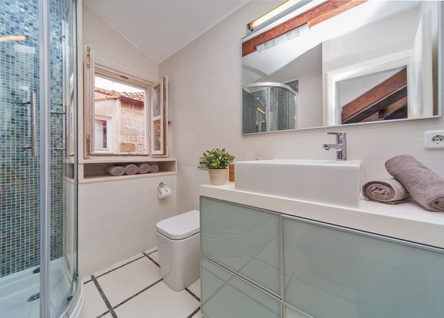 bathroom property home sink white cottage tub Bath
