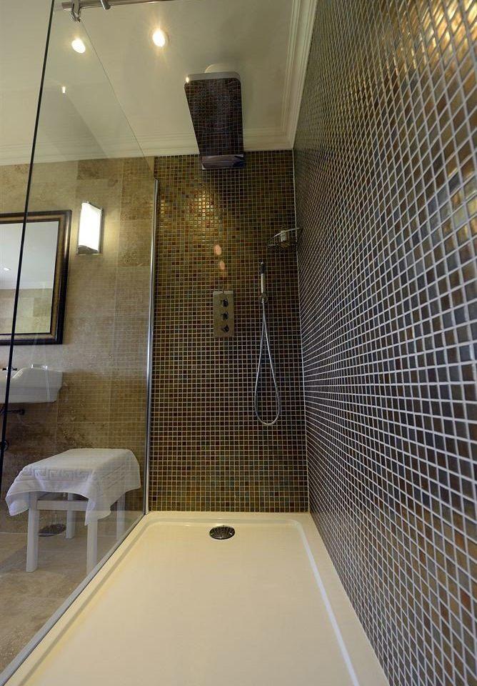 property bathroom flooring plumbing fixture daylighting tile tiled Bath tub