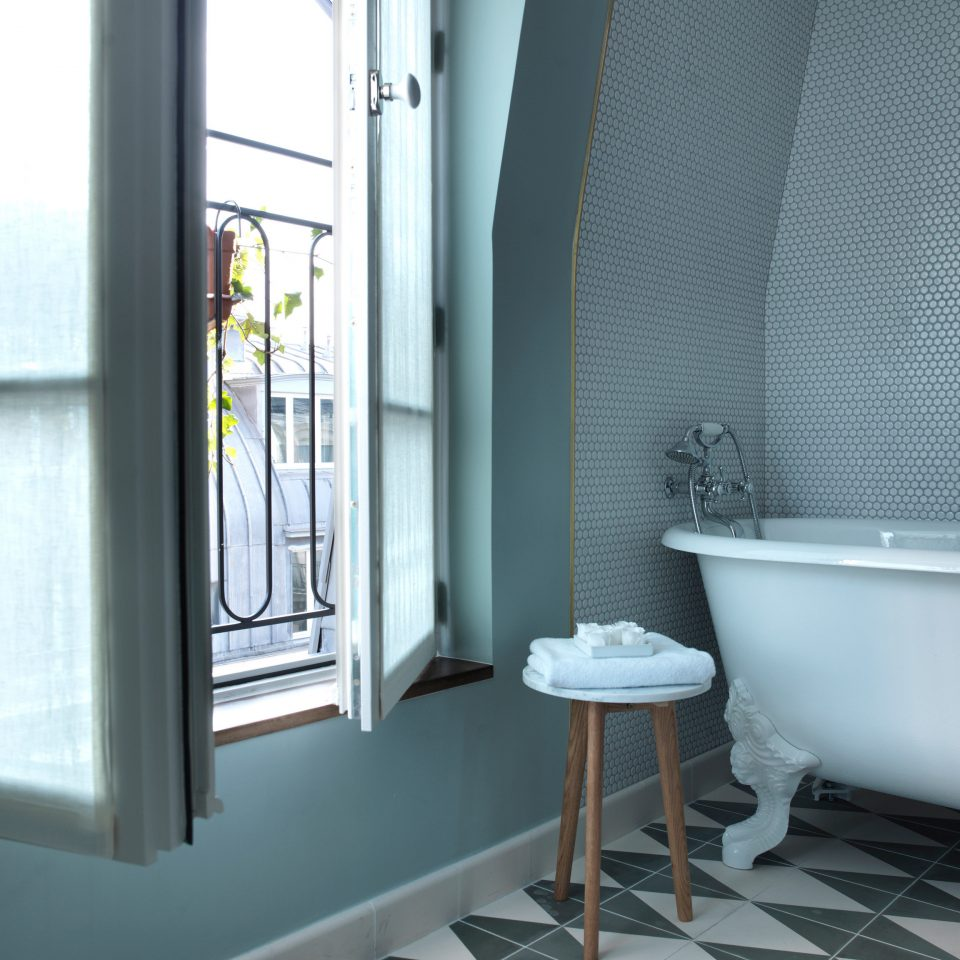 property bathroom daylighting tub Bath tiled
