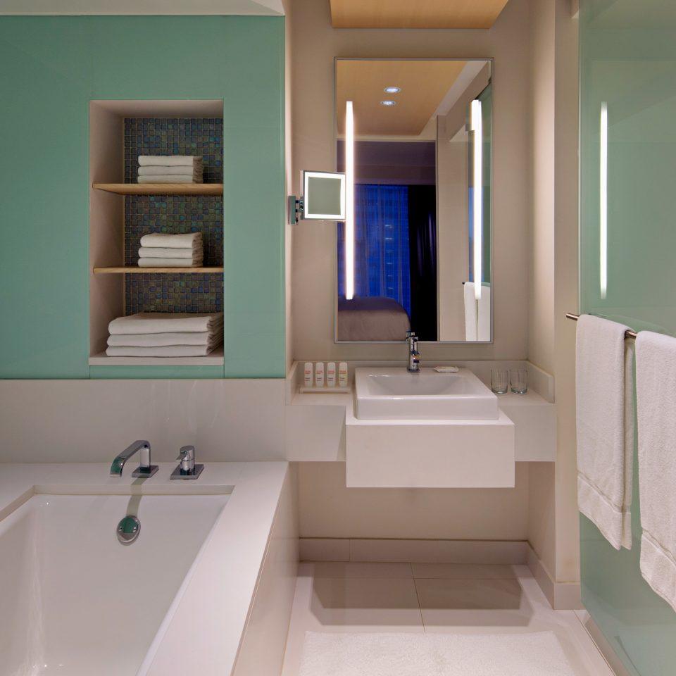 Bath bathroom property sink green home toilet tub
