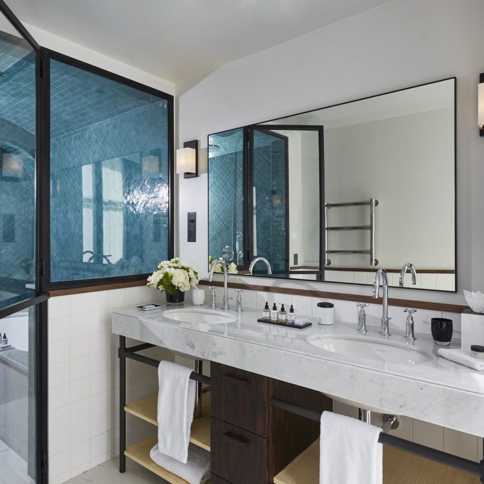 bathroom property sink home tub Bath