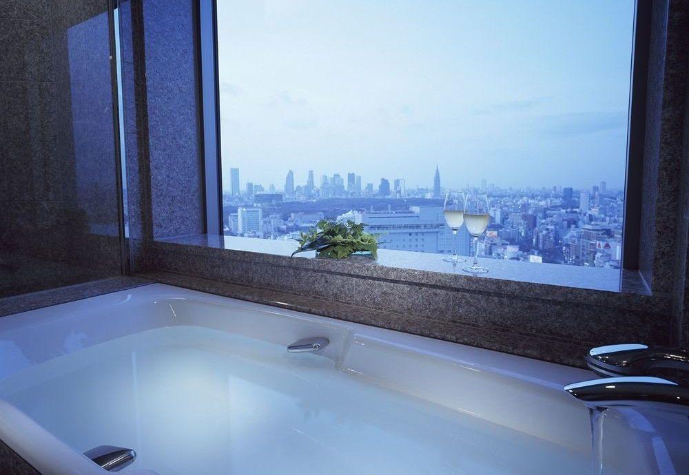 vessel bathtub blue swimming pool property house jacuzzi home tub Bath