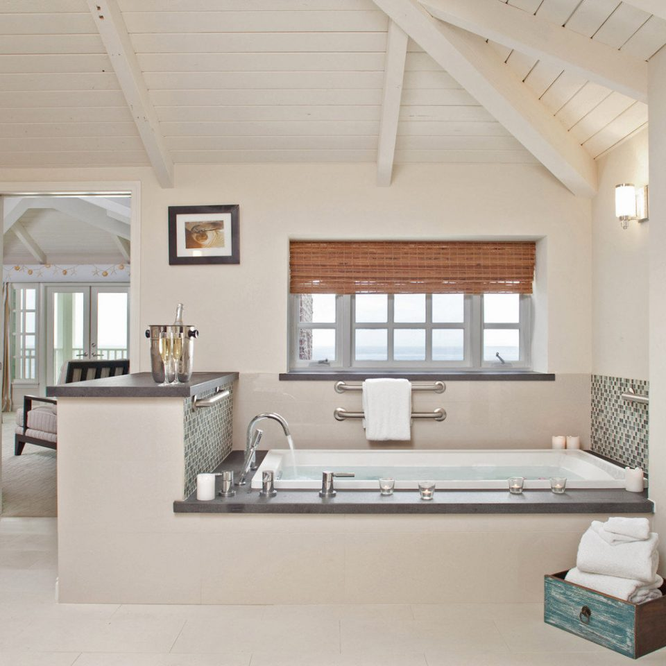 Bath Beach Beachfront Bedroom Boutique Honeymoon Romance Romantic Waterfront property living room home cottage loft condominium farmhouse Villa