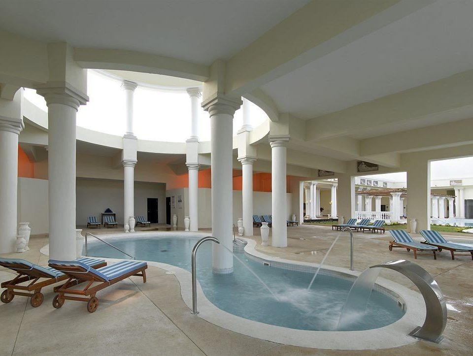 Beach Budget Family Pool Resort Sea Spa property swimming pool Villa daylighting home condominium mansion sink tub Bath bathtub