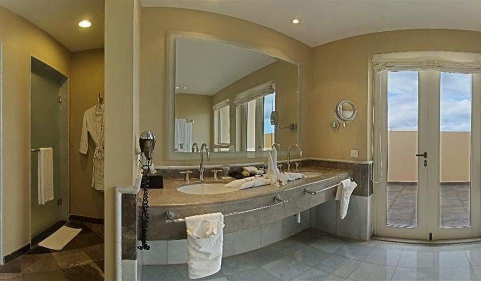 Bath Beachfront Family Tropical bathroom sink mirror property home Suite mansion vanity Villa cottage tub tan