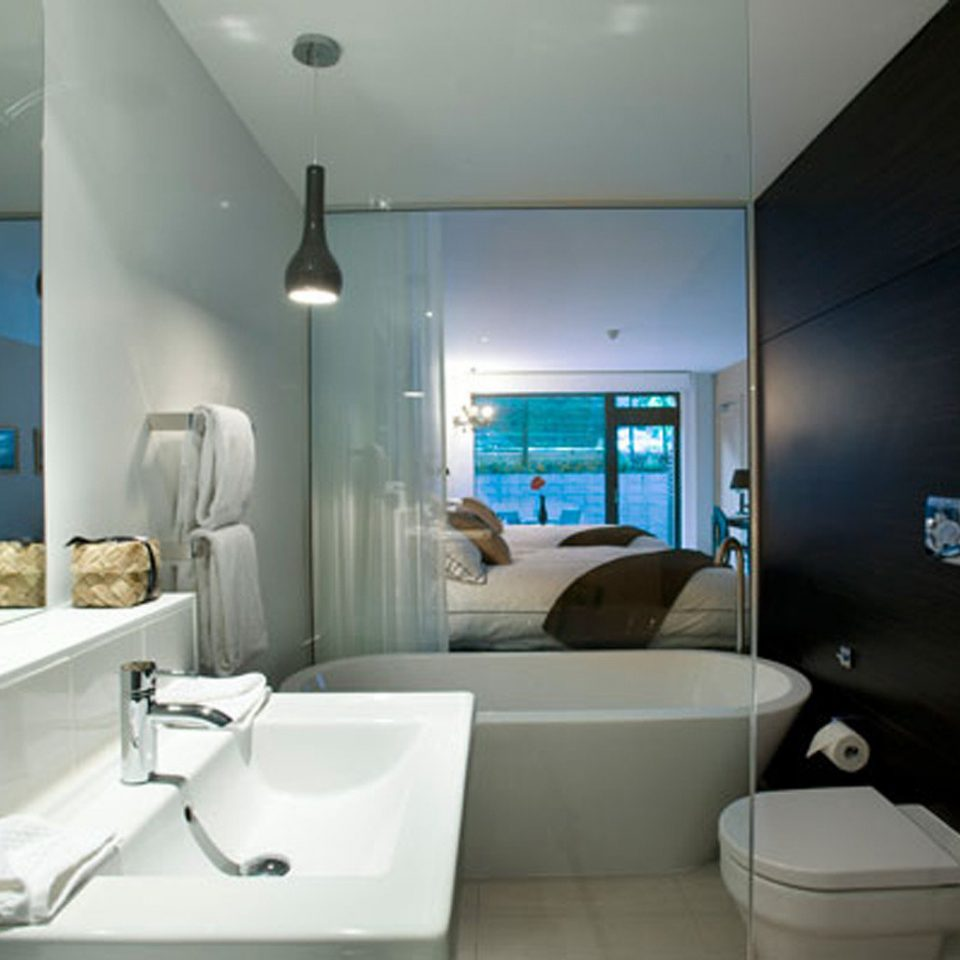 Bath Bedroom Boutique bathroom mirror property toilet sink home Suite condominium bidet Modern