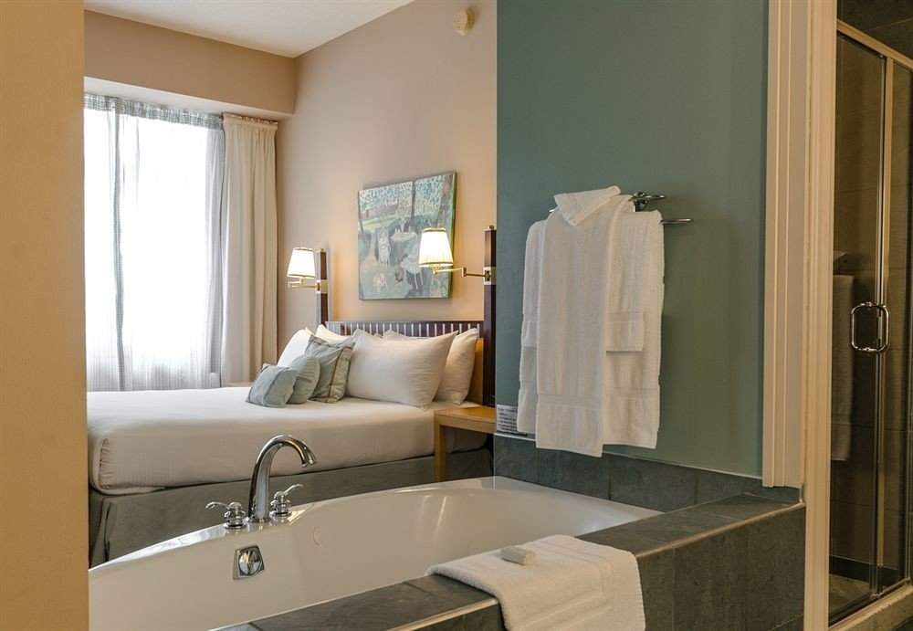 Bath Bedroom City Classic bathroom mirror sink property home living room Suite cottage tub bathtub
