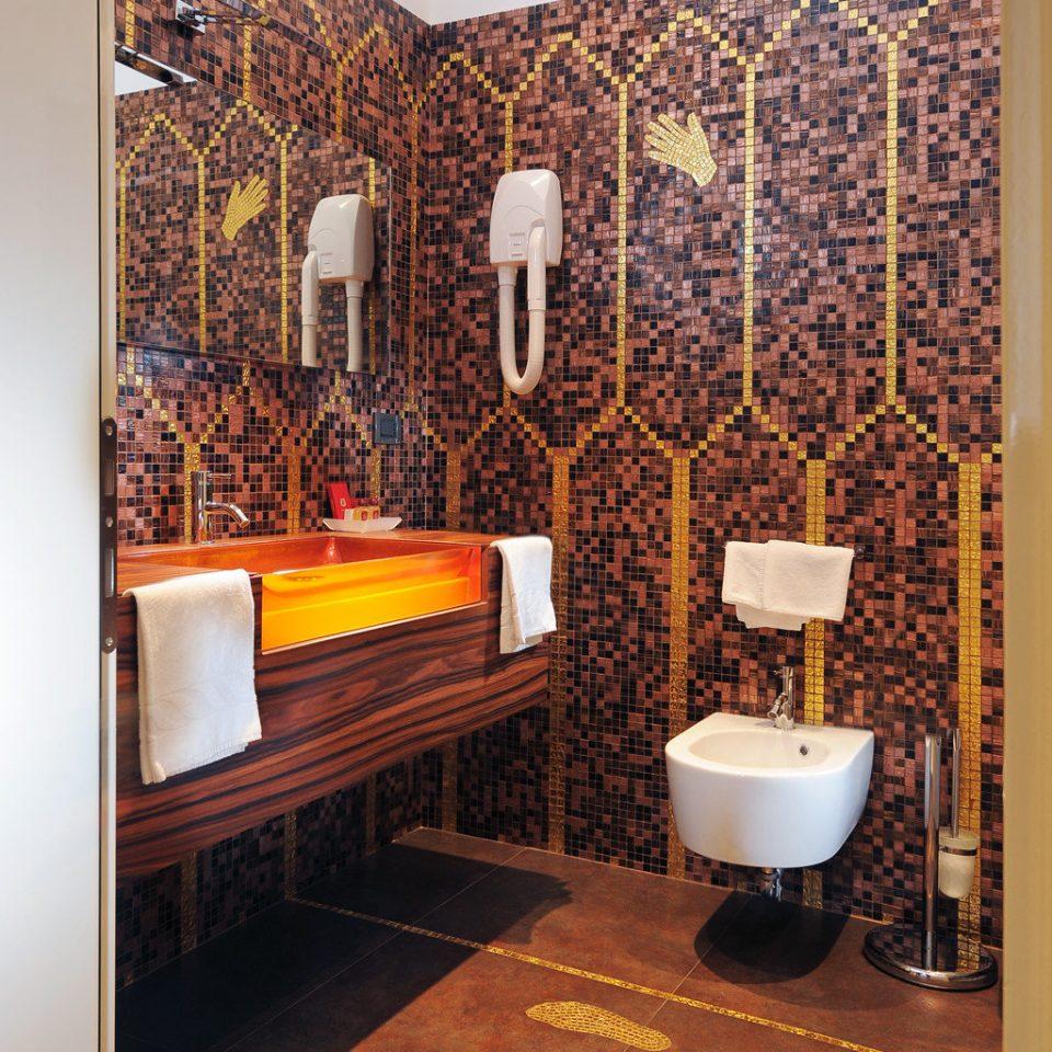 Bath City Hip property bathroom flooring home tile Suite hall living room Bedroom