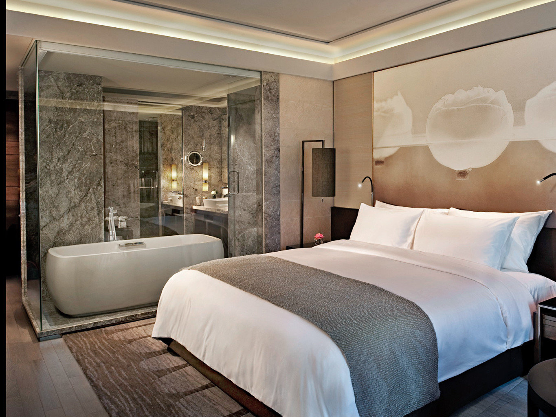 Bath Bedroom City Modern Resort property Suite yacht