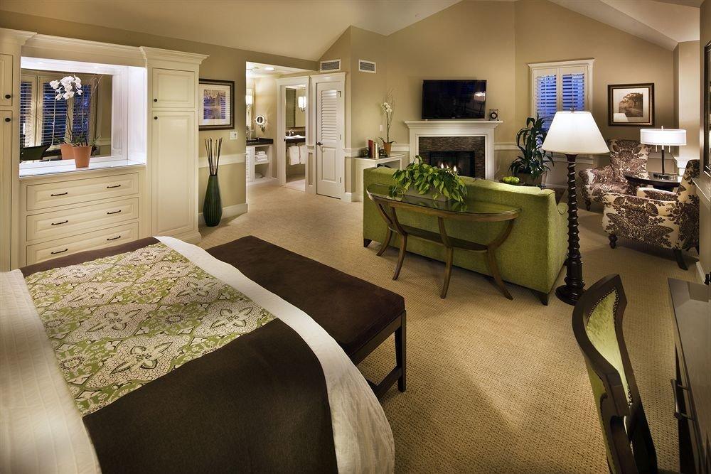 Bath Bedroom Classic Fireplace Lounge Suite property home living room condominium cottage