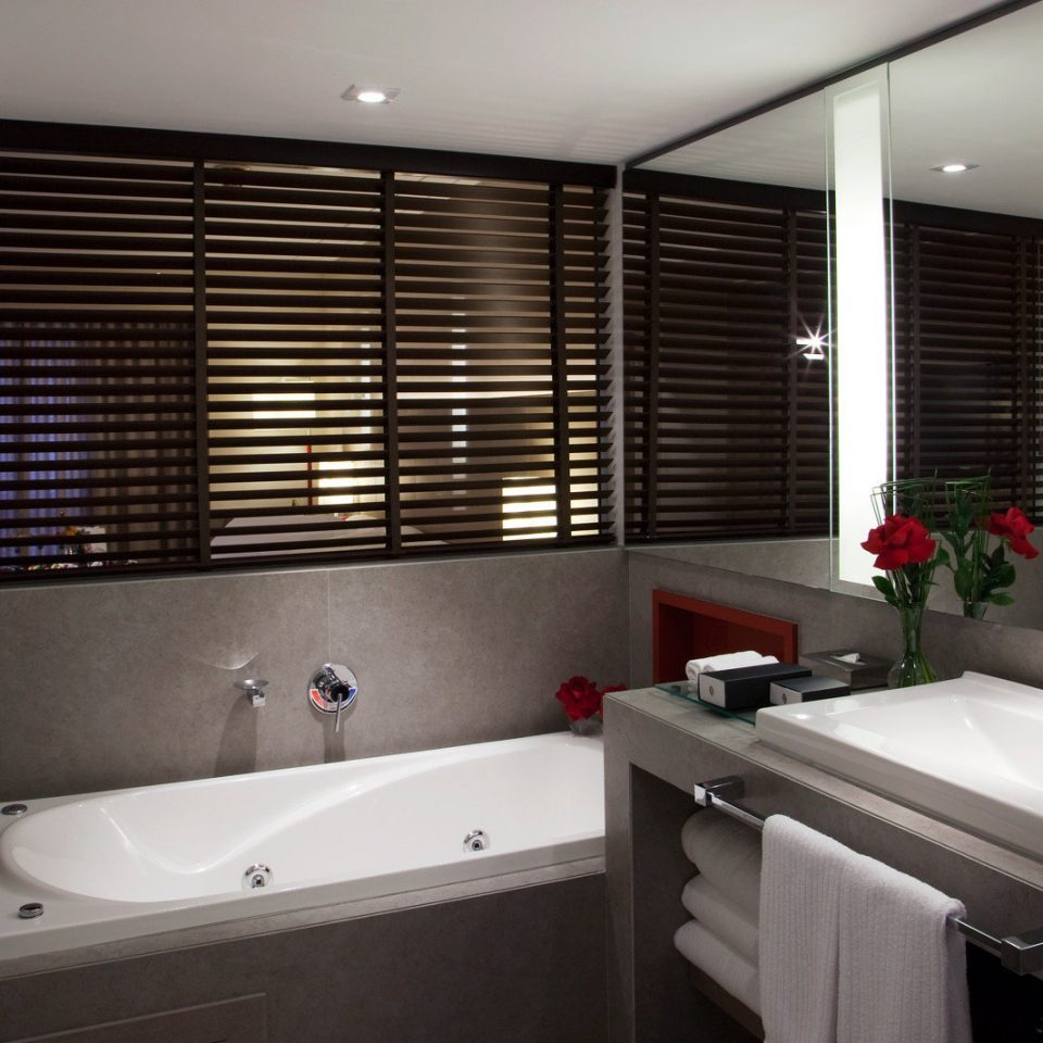 Bath Classic Resort vessel property bathroom bathtub sink home Suite swimming pool Bedroom