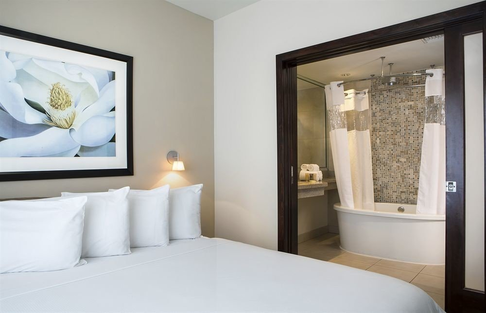 Bath Bedroom Classic bathroom property mirror white Suite