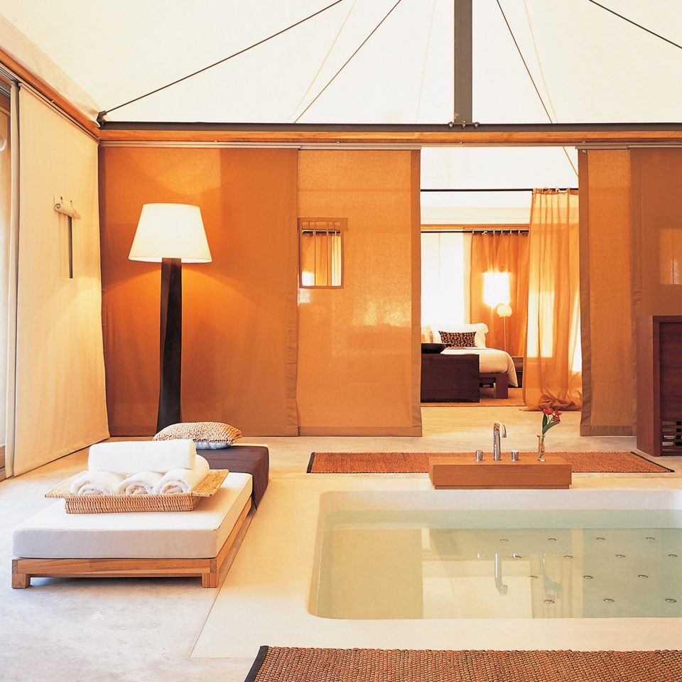 Bath Bedroom Eco Elegant Hot tub/Jacuzzi Jungle Nature Suite Tropical property house home Villa cottage living room swimming pool condominium