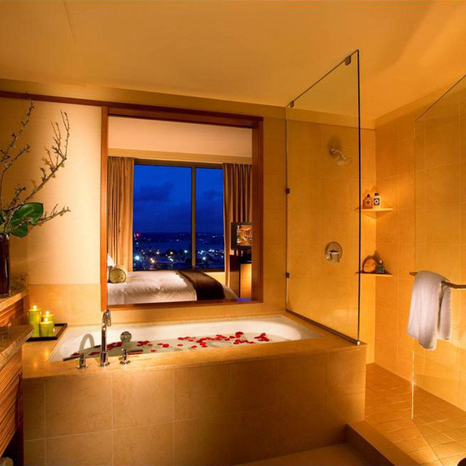 Bath Bedroom Eco Modern Scenic views property Suite home bathroom cottage tub