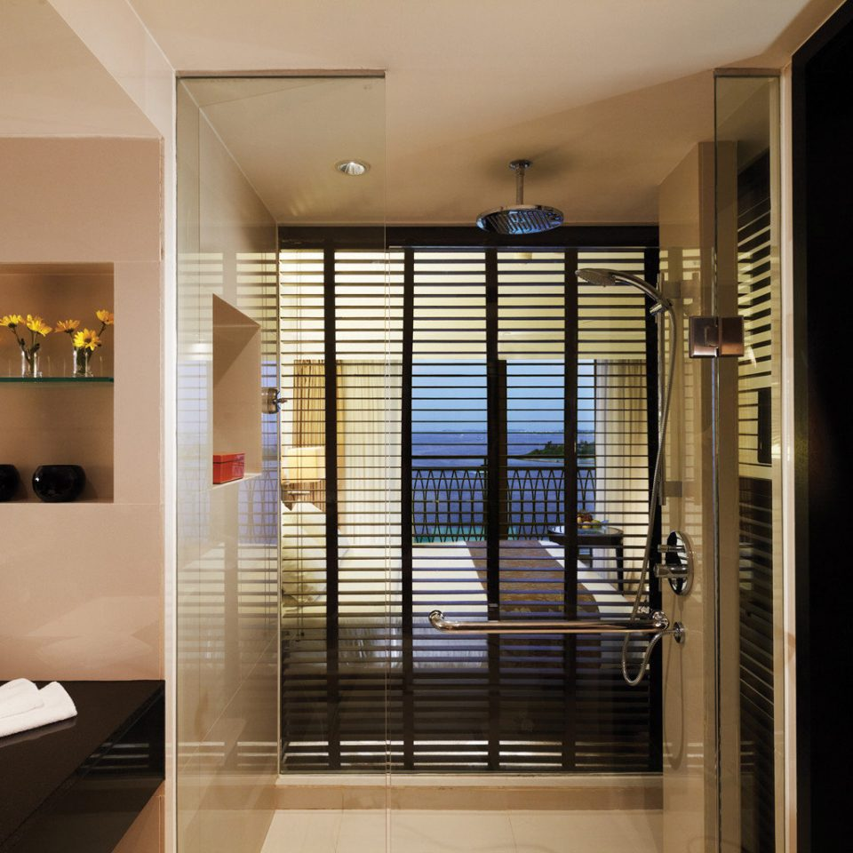 Bath Bedroom Elegant Luxury Modern Scenic views Suite Waterfront property building condominium home living room