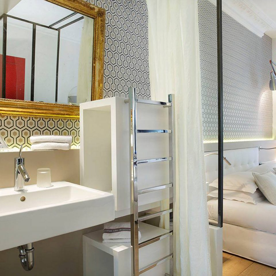 Bedroom Elegant Luxury Modern Suite bathroom mirror property sink home white plumbing fixture bathtub tub Bath