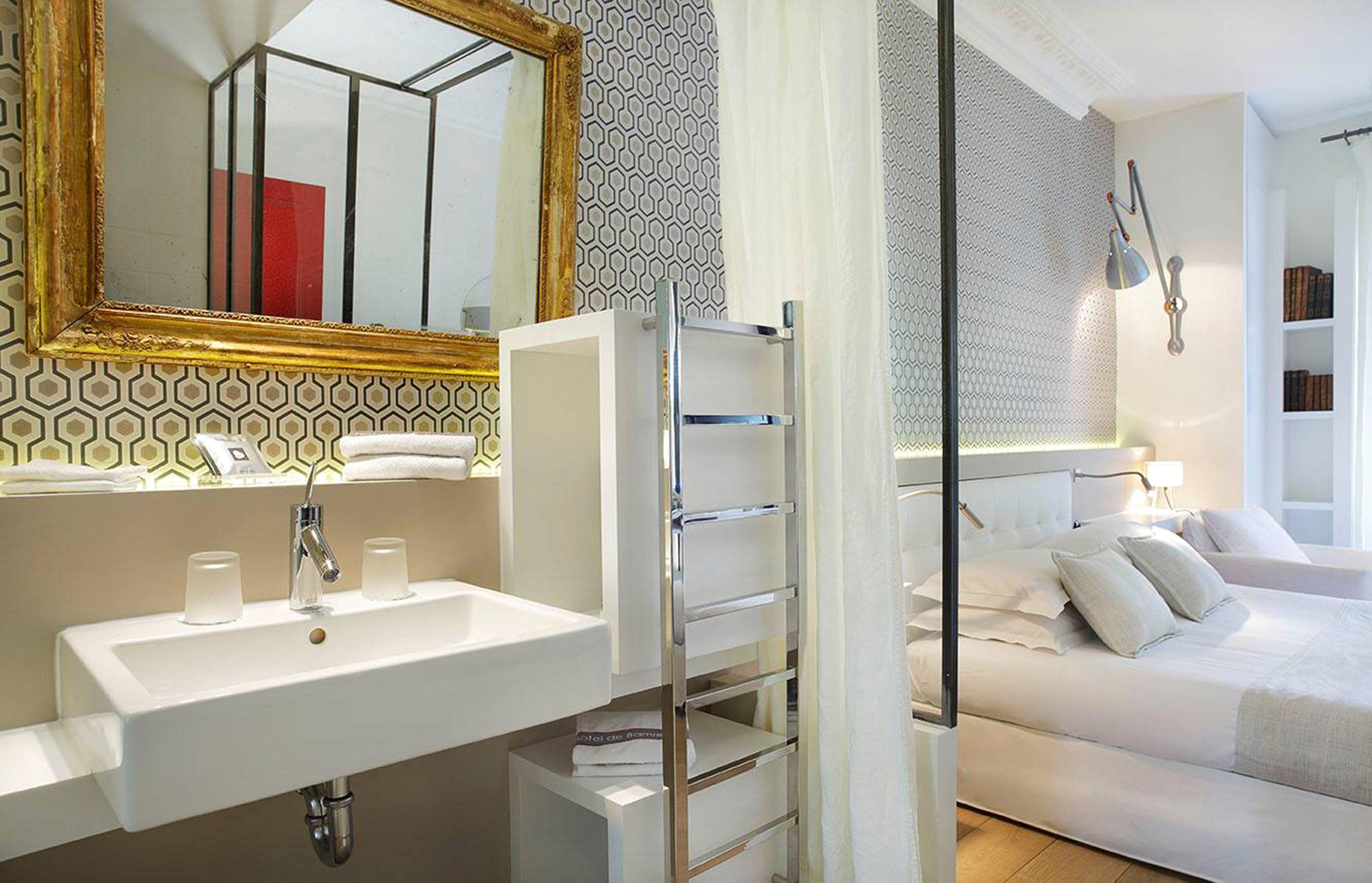 Bedroom Elegant Luxury Modern Suite bathroom mirror property sink home white plumbing fixture bathtub tub Bath