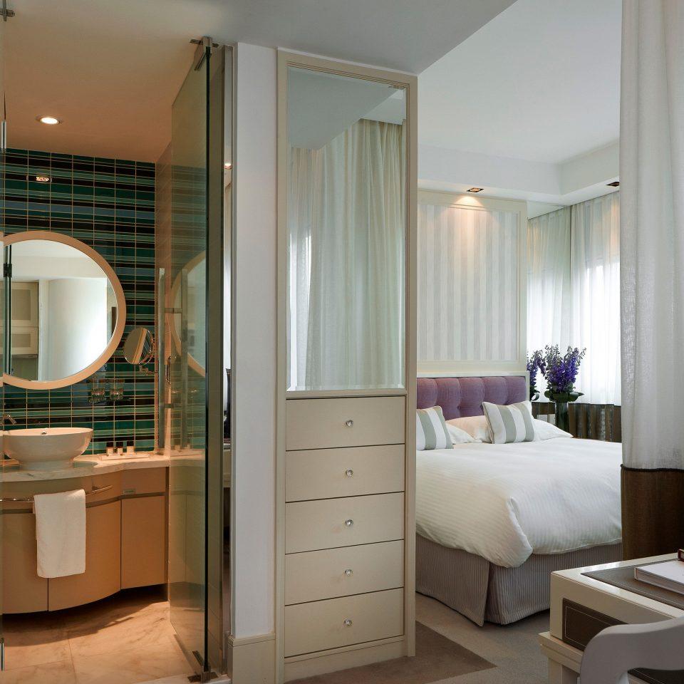 Bath Bedroom Elegant Luxury Modern Scenic views Suite curtain bathroom property condominium home