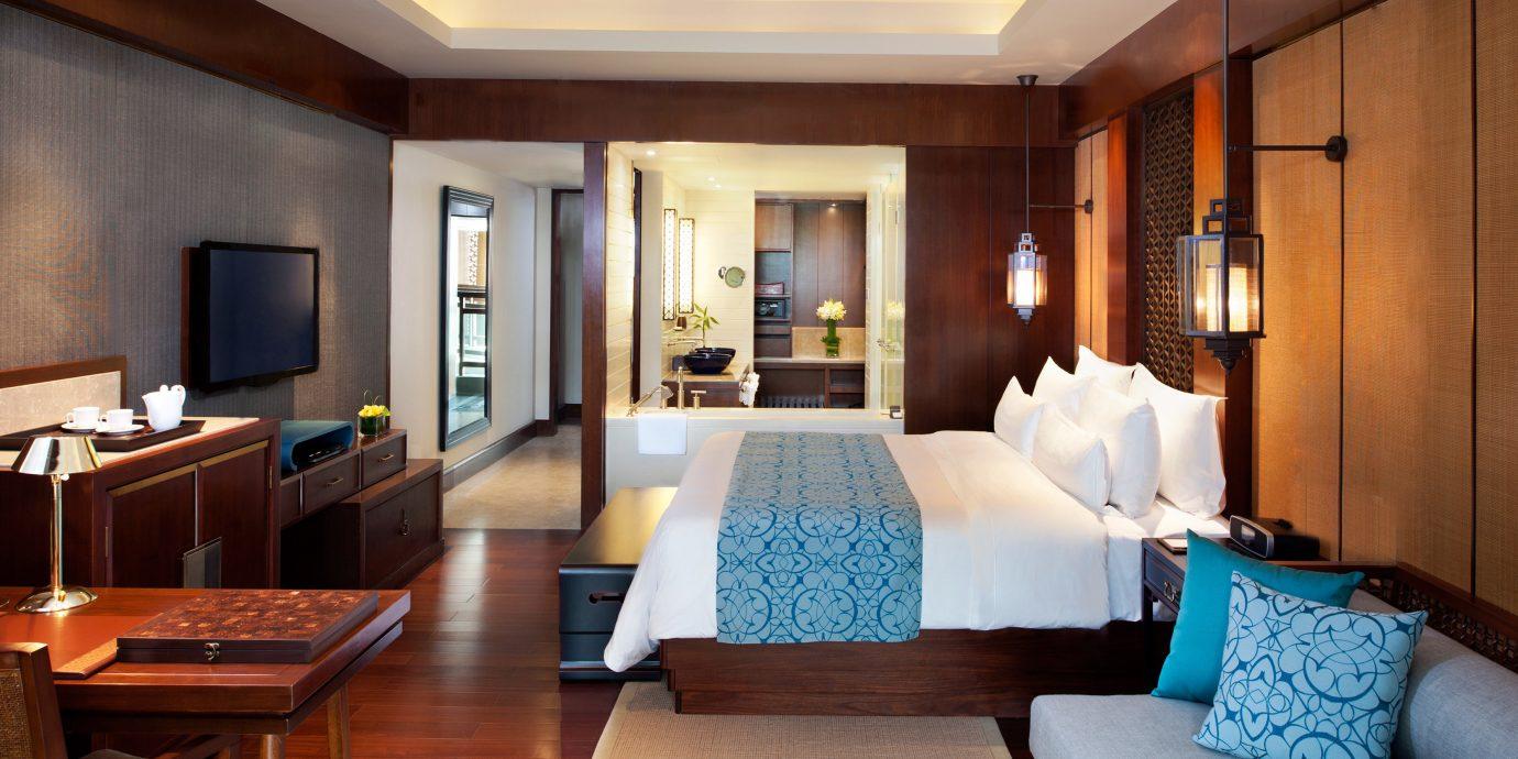 Bath Bedroom Family Modern Resort sofa property Suite living room home condominium