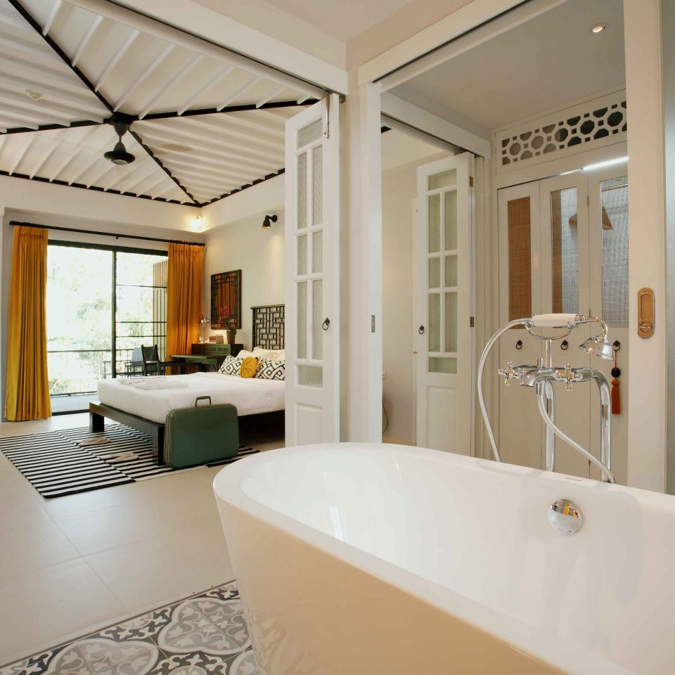 Bedroom Hip Luxury Modern Suite bathroom property white home tub condominium bathtub Bath tile tiled