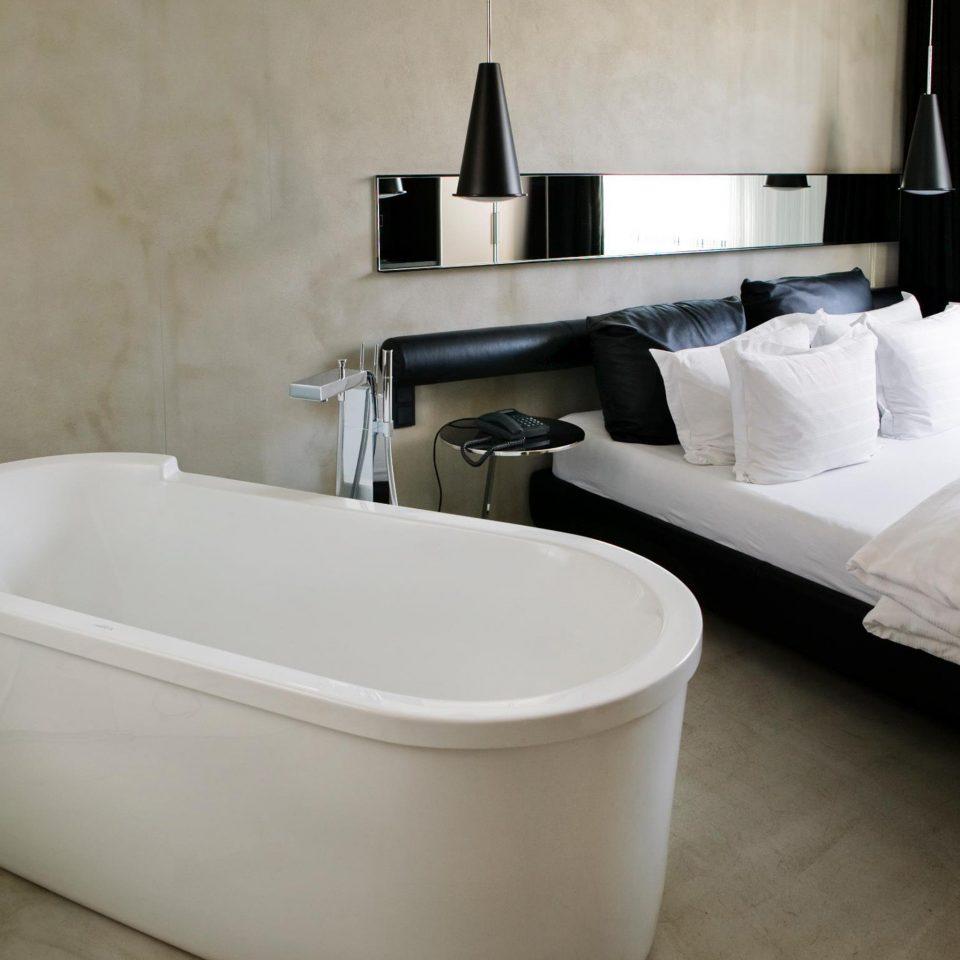 Bath Bedroom Hip Modern bathtub swimming pool plumbing fixture bidet white jacuzzi