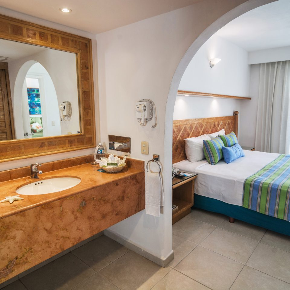 Bath Bedroom Island property Suite cottage home sink Villa tub