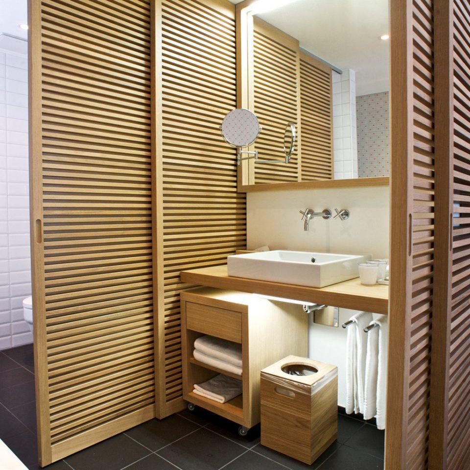 Bath Bedroom Lodge Modern bathroom flooring condominium