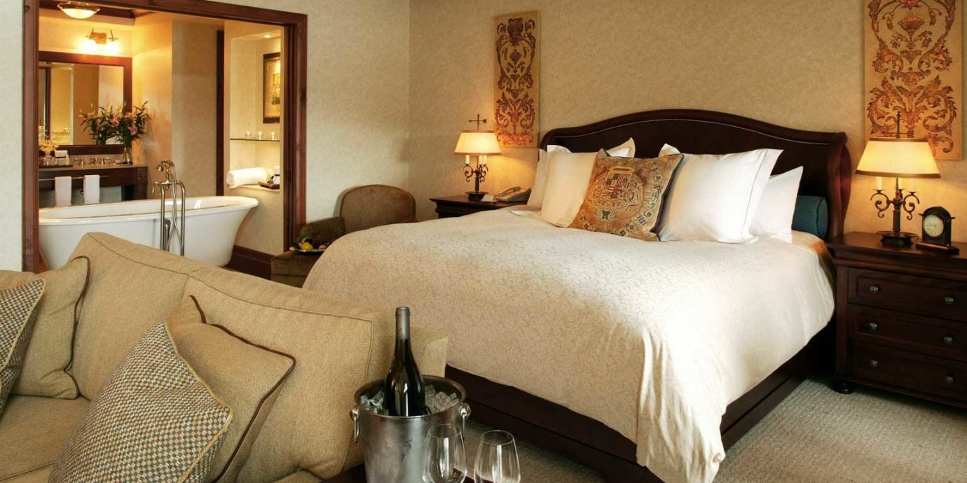 Bath Bedroom Luxury Modern Resort property Suite cottage bed sheet