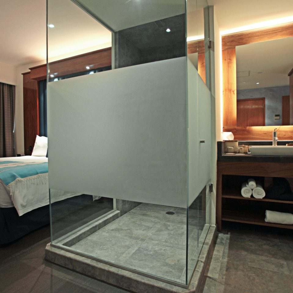 Bath Bedroom Luxury Modern Scenic views Suite property living room home