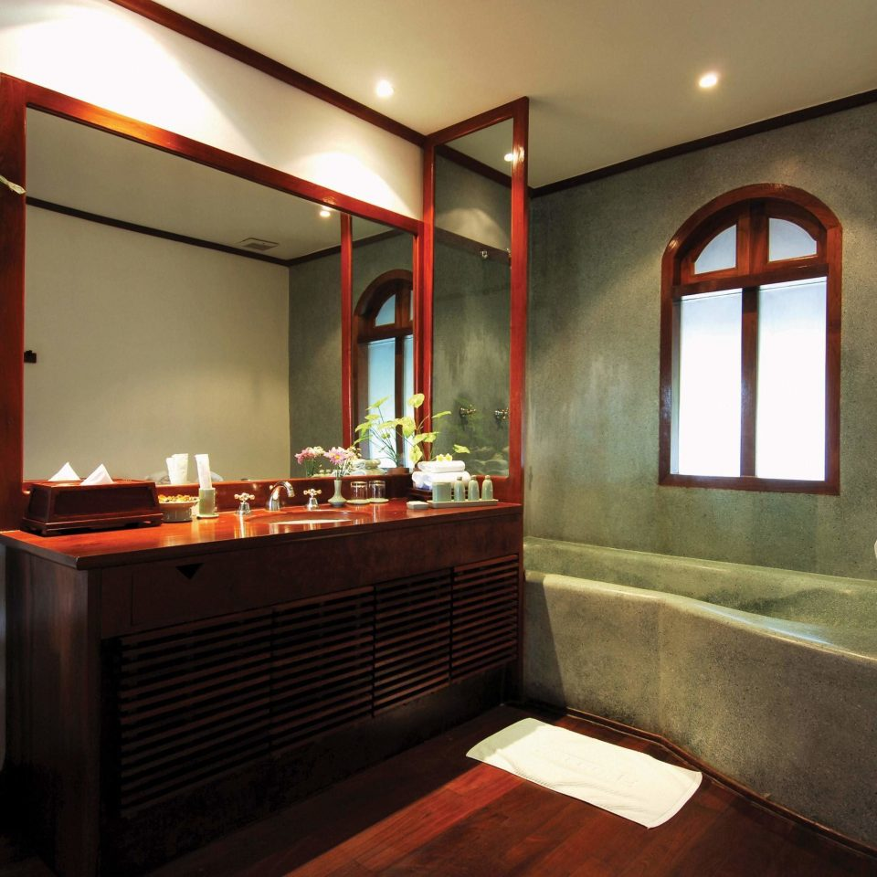 Bath Bedroom Luxury Romantic property house home living room Suite cottage Villa