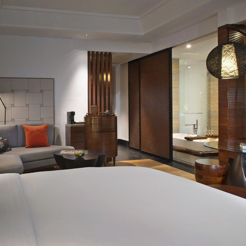 Bath Bedroom Modern Resort property home house Suite living room Villa condominium cottage mansion