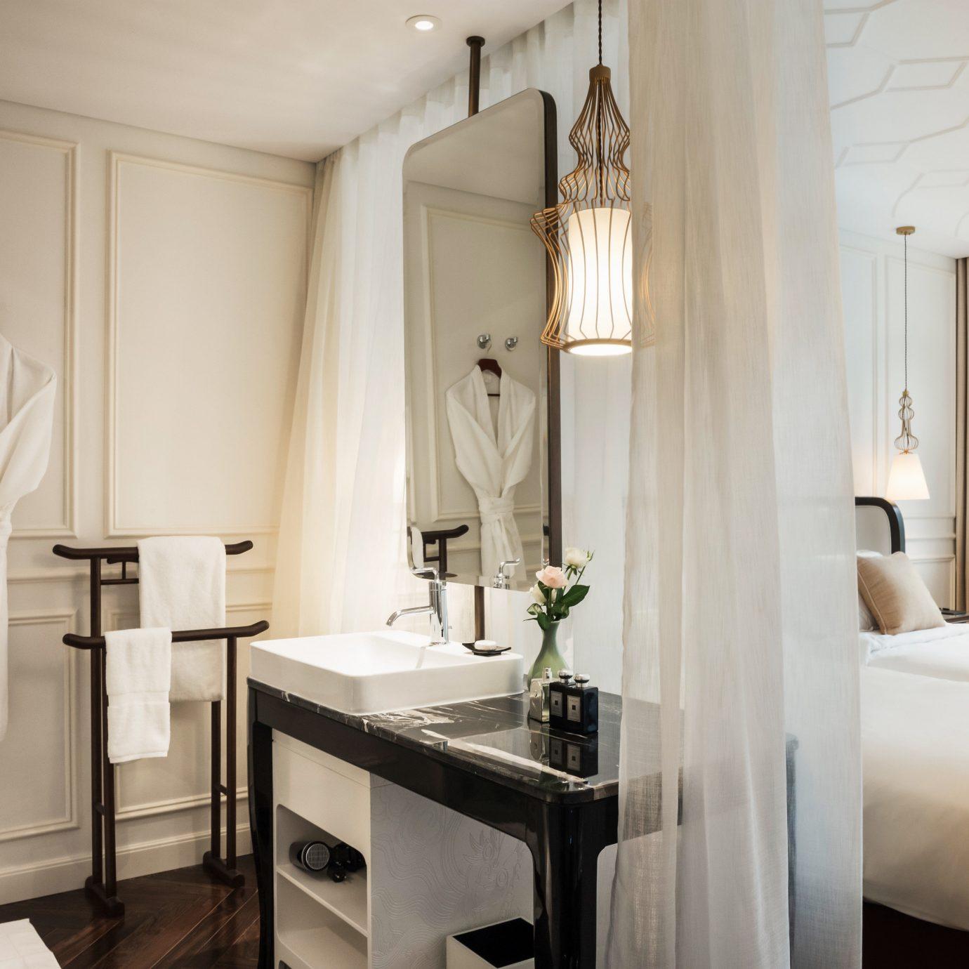 Bath Bedroom Modern Resort property bathroom home Suite cottage
