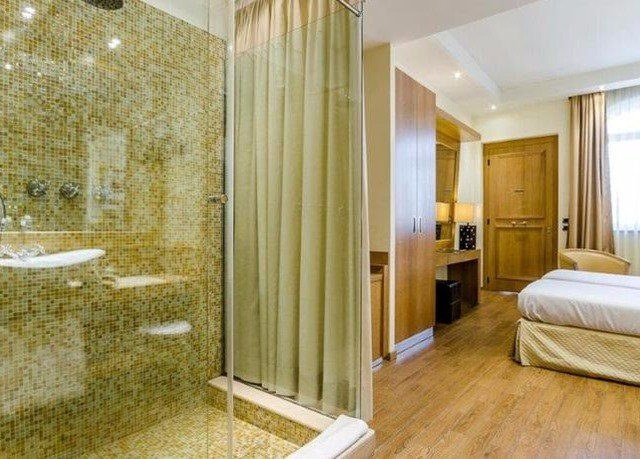 bathroom property home flooring Suite mansion tub Bedroom bathtub Bath