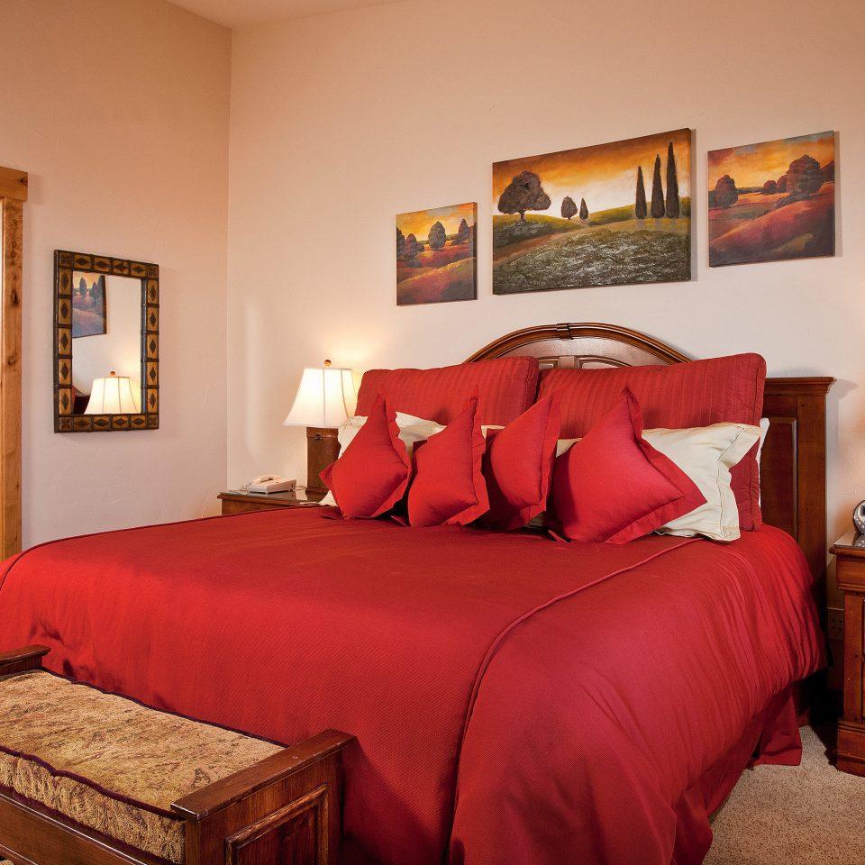 Bath Bedroom property red Suite cottage home bed sheet