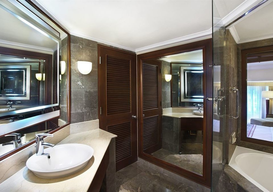bathroom vehicle Boat passenger ship property luxury yacht yacht sink ship watercraft home Suite condominium tub Modern bathtub Bath