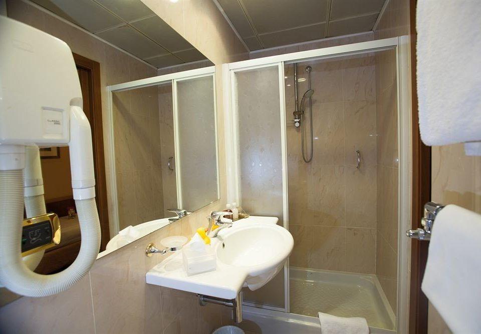 bathroom sink vehicle property yacht toilet Suite Boat tub Bath rack bathtub tan tiled