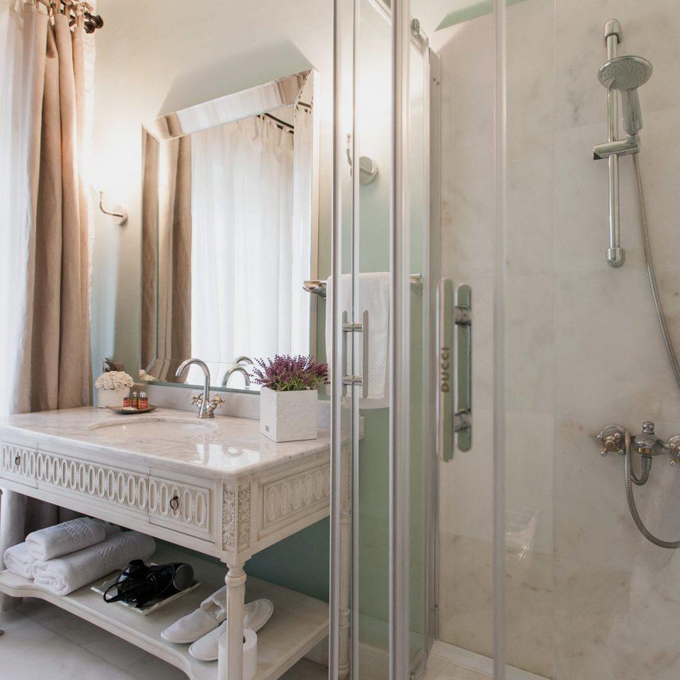 Bath Boutique Elegant Rustic bathroom property scene plumbing fixture bathtub Suite cottage