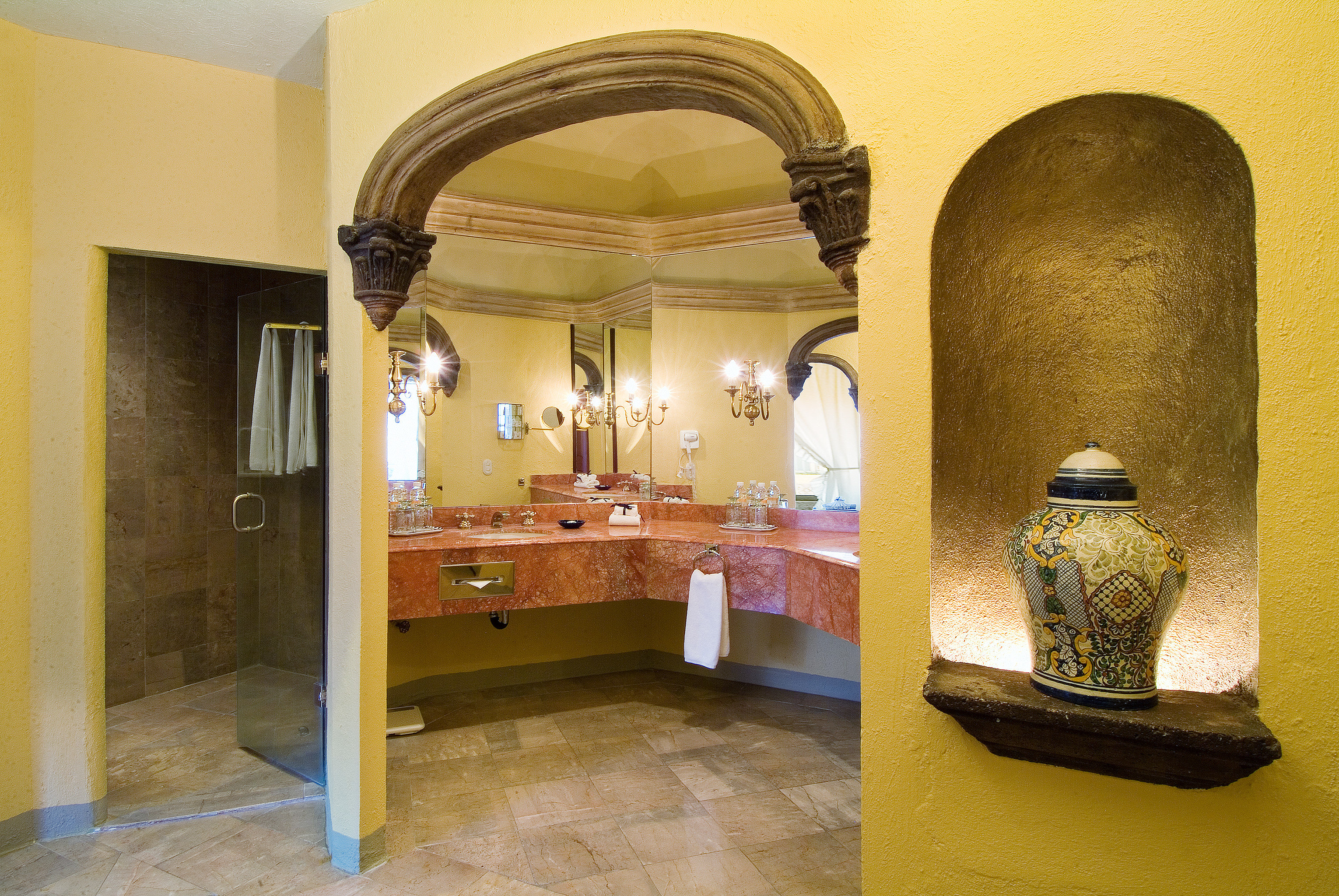 Bath Boutique Family Historic Honeymoon Romantic Town property arch ancient history tourist attraction