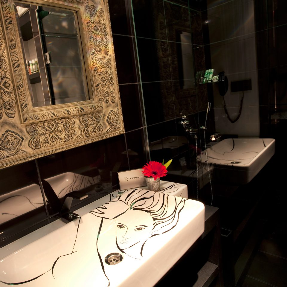 Bath Boutique Hip Modern toilet lighting screenshot tiled